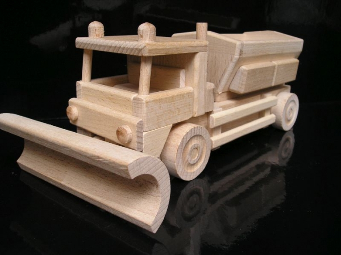 Schneepflug Holzspielzeug   Geschenken