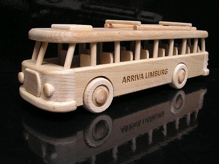 Spielzeugen Bus