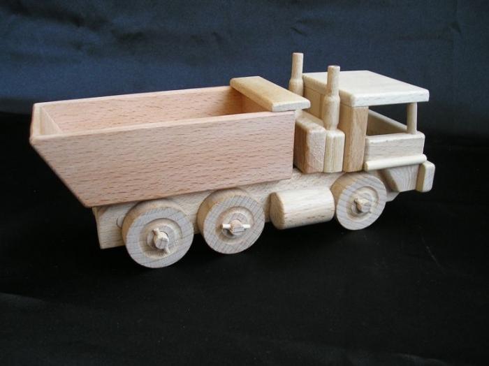 Holz-LKW_für_Buben