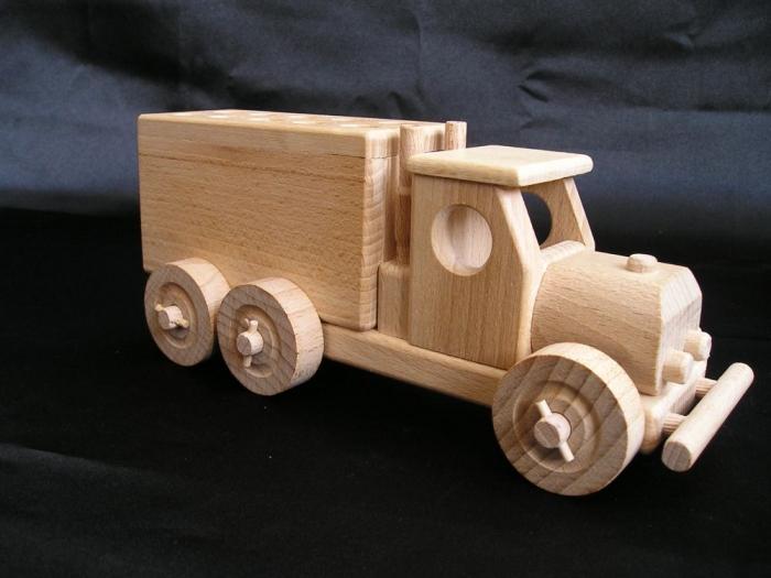 Möbelwagen_aus_Holz_zum_Spielen