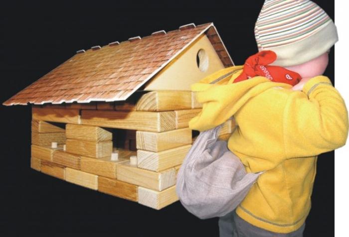 Spielzeuge_Holzhaus_Baukasten