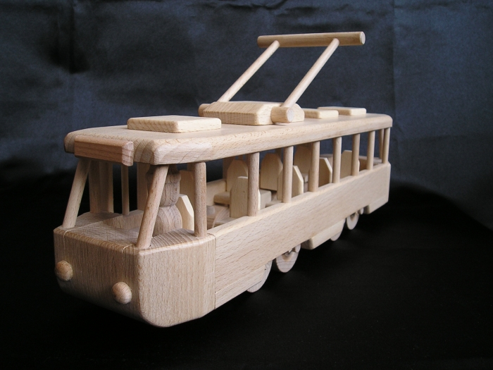 Straßenbahnen-aus-Holz