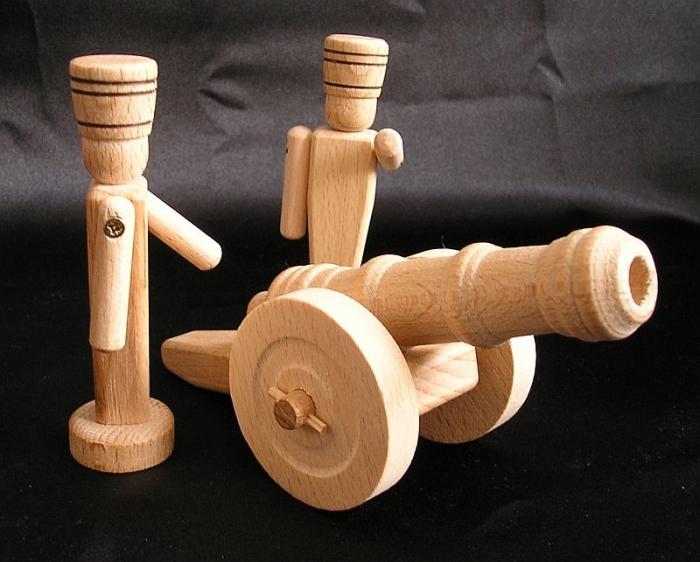 Holzspielzeug-Soldat-und-Kanone
