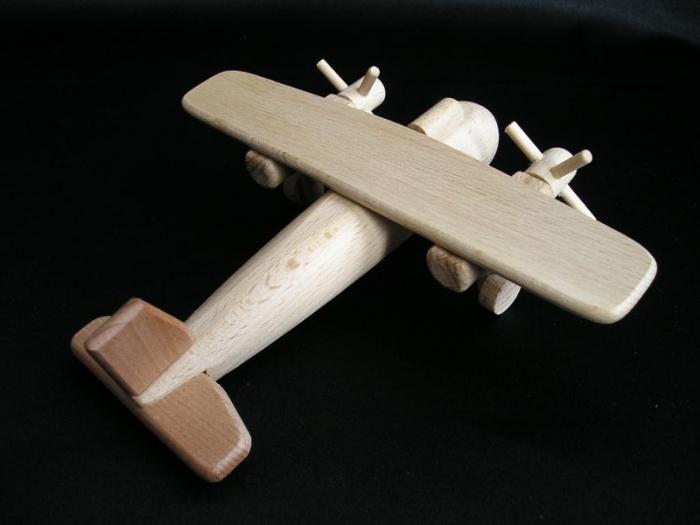 Luftzeuge-aus-Holz-spielzeug