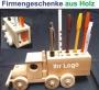 Praktische und dekorative Spielzeug auf dem Schreibtisch