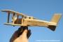 Kleine hölzerne Flugzeuge für Kinder
