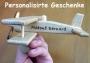 Kleinflugzeug aus Holz mit pers. Widmung