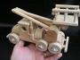 Reale_Größe _von Spielzeug_LKW-Hebebühne