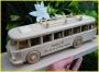 Bus aus Holz na der Holzstand
