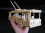 Spielzeugladen_mit_Holzoberleitungsbusse_für_Stadtverkehr