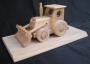 Schlepper Holz Spielzeug mit Sockel