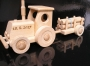 Klein Spielzeug Traktor aus Holz mit Name Gravur